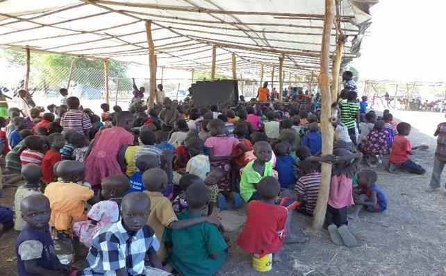 Photo of IDP children in temporary learning space in Lakes State